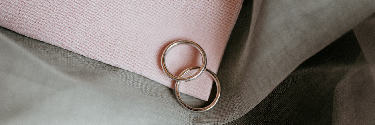 Boda urbana Barcelona anillos quiero una boda perfecta