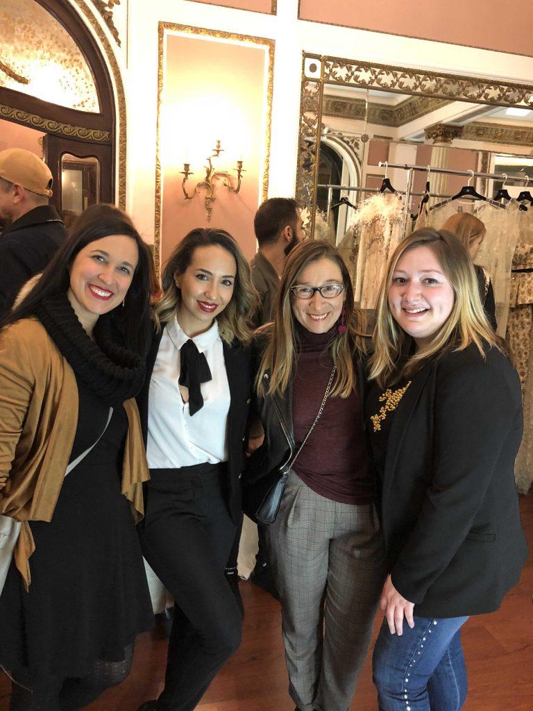 Junto a Marieta de Quiero una Boda Perfecta, Cristina de Una boda Original y Claudia de Le Blanc Reve en la inuguración del atelier de Yolan Cris